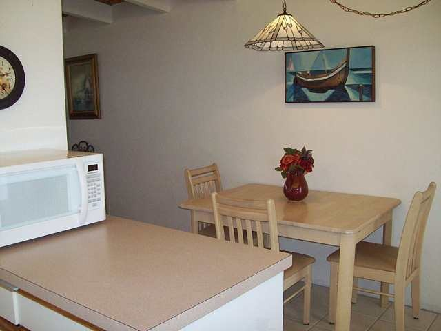07Kitchen/Dining